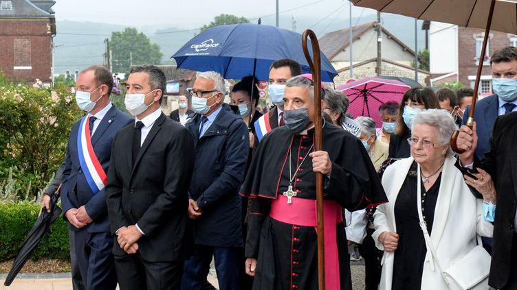 Le ministre de l'Intérieur, Gérald Darmanin, et l'archevêque de Rouen, Dominique Lebrun, accompagnés de la famille du père Hamel, à Rouen (Seine-Maritime), le 26 juillet 2021. (JEAN-FRANCOIS MONIER / AFP)