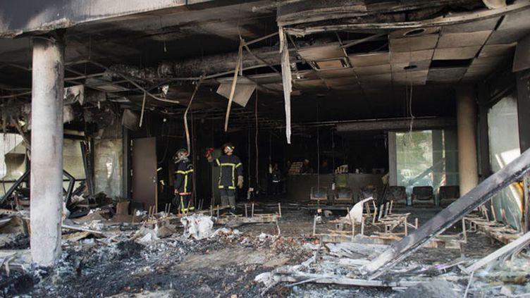 (Le centre des impôts de Morlaix ravagé par le feu en septembre © MAXPPP)