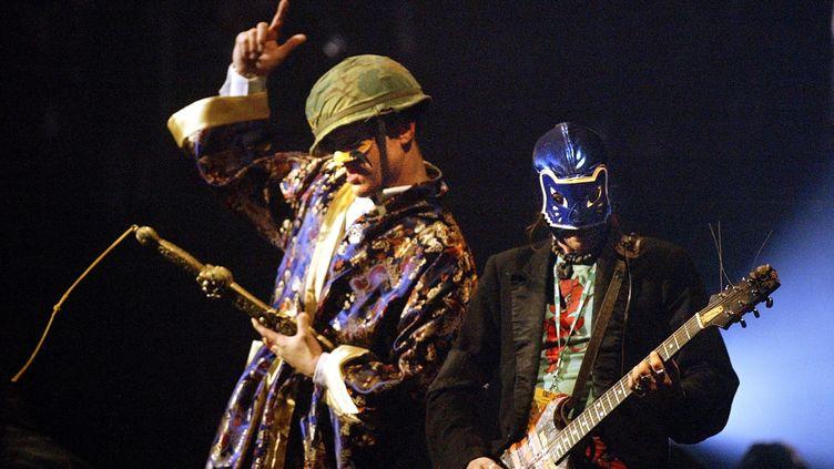 Le groupe de rock alternatif Bérurier Noir se produit après plus d'une décennie d'absence, le 5 décembre 2003 au festival des Trans Musicales de Rennes. (ANDRE DURAND / AFP)