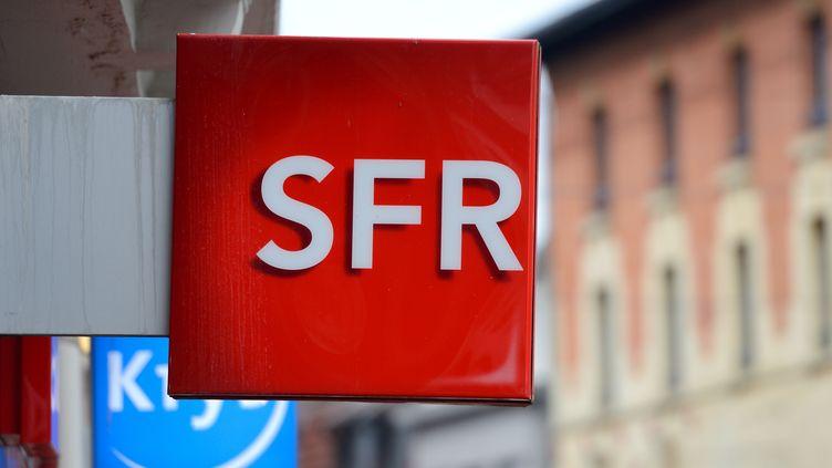 L'enseigne d'une boutique SFRde Bethune (Pas-de-Calais), le 18 février 2014. (DENIS CHARLET / AFP)