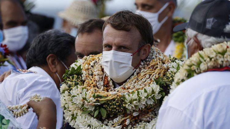 Emmanuel Macron à Manihi, dans l'archipel de Tuamotu (Polynésie française), le 26 juillet 2021. (LUDOVIC MARIN / AFP)