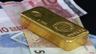 Le voleur a voulu s'emparer de trois lingots et de plusieurs pièces en or, pour un montant estimé à 115.000 euros. (illustration) (GROUILLE PIERRE-JEAN / MAXPPP)