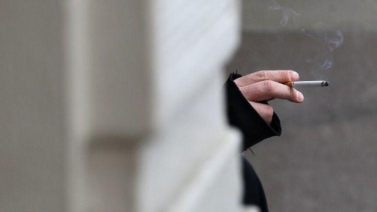 Un fumeur à San Francisco, le 31 mai 2011 (AFP)