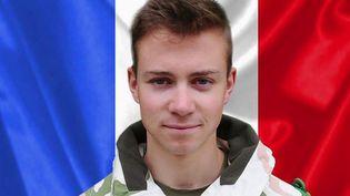 Antoine Serre, 22 ans, était le plus jeune soldat tué lors de l'opération Barkhane lundi 25 novembre. Les habitants de Charbonnières-les-Varennes (Puy-de-Dôme) dont il était originaire se souviennent de l'enfant du pays. (FRANCE 2)