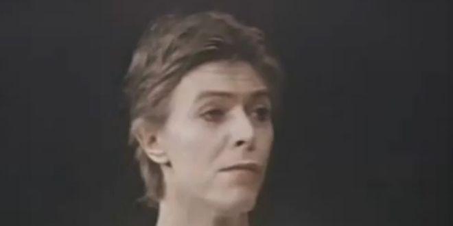 """David Bowie joue """"Elephant Man"""" sur Broadway (New York) en 1980.  (DR)"""