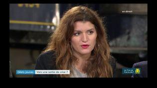 """Marlène Schiappa sur le plateau de l'émission de France 3 """"Gilets jaunes, la France fracturée ?"""", le 4 décembre 2018. (FRANCE 3)"""