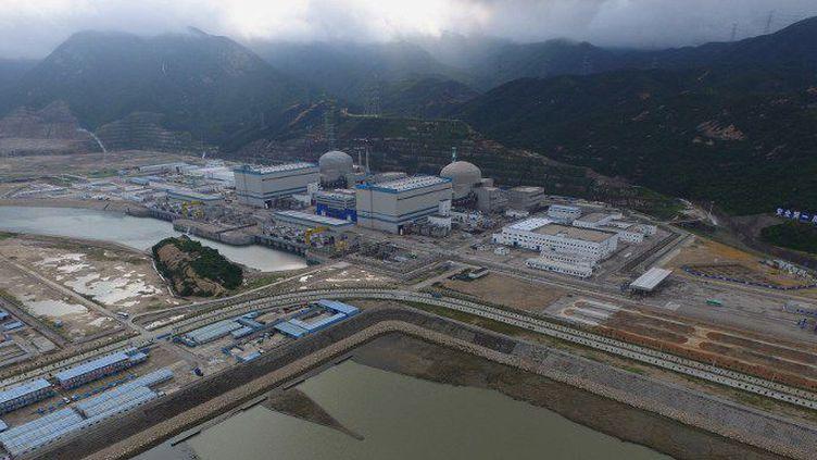 Vue aérienne du site nucléaire de Taishan (sud-est de la Chine), construits par EDF et Areva. Ses deux réacteurs EPR seront les premiers du genre a être mis en service dans le monde. Pourtant, les deux cuves en béton conçues par Areva sont les mêmes que celles, défectueuses, de Flamanville. La Chine, elle, n'a trouvé aucune anomalie à Taishan. (EYEPRESS NEWS / EYEPRESS / AFP)