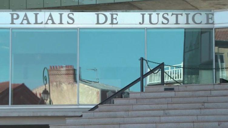 Avec le confinement du pays, la justice marche au ralenti. Illustration, lundi 30 mars, dans celui de Pontoise (Val-d'Oise). (FRANCE 2)