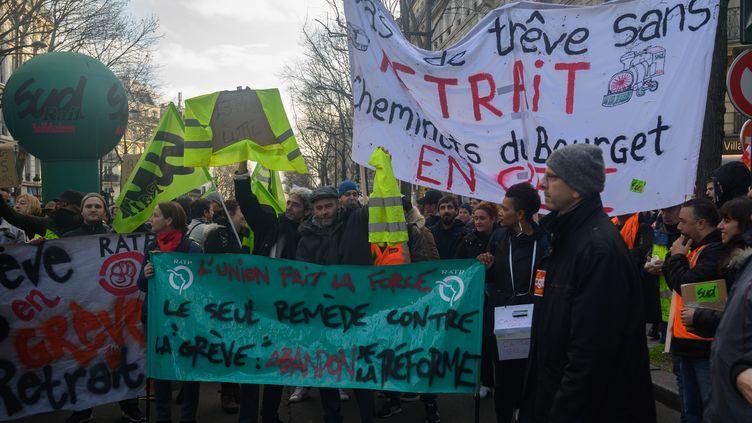 Manifestation contre la réforme des retraites à Paris, le 26 décembre 2019. (ESTELLE RUIZ / NURPHOTO / AFP)