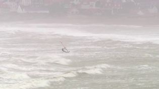 Le littoral français est particulièrement exposé aux vagues- submersion pendant le passage de la tempête Ciara dimanche 9 février. (France 2)