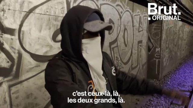 La nuit, ils jouent au chat et à la souris pour réussir à graffer les murs des tunnels du métro parisien. Brut les a suivis.