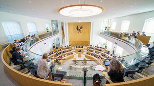 Le parlement de Rhénanie-Palatinat en Allemagne, le 8 septembre 2021. (ANDREAS ARNOLD / DPA)