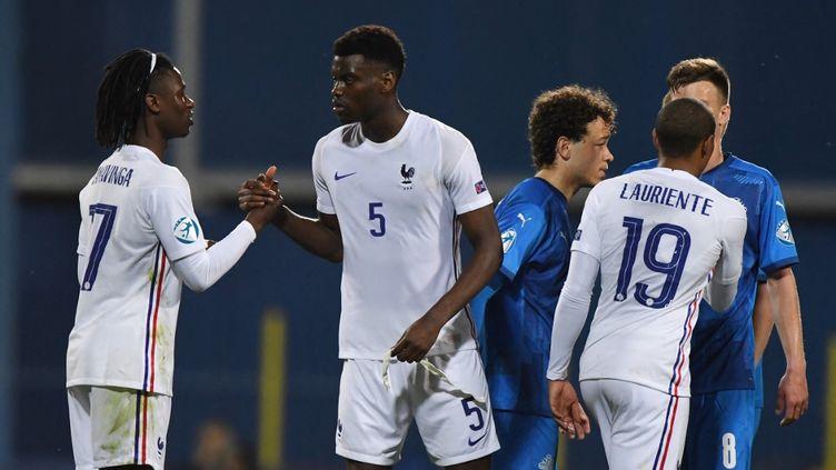 Eduardo Camavinga et Benoît Badiashile, convoqués pour disputer les Jeux olympiques, seront retenus par leurs clubs. (ATTILA KISBENEDEK / AFP)
