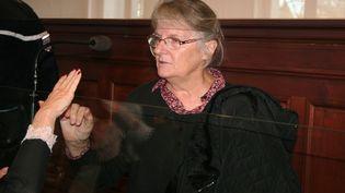 Jacqueline Sauvage dans le box des accusés, lors de son procès devant la cour d'assisesd'appel de Blois (Loir-et-Cher), le 3 décembre 2015. (MAXPPP)
