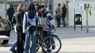 Des lycéens sur le parvis du lycée Maurice Utrillo, à Stains (Seine-Saint-Denis). (MAXPPP)