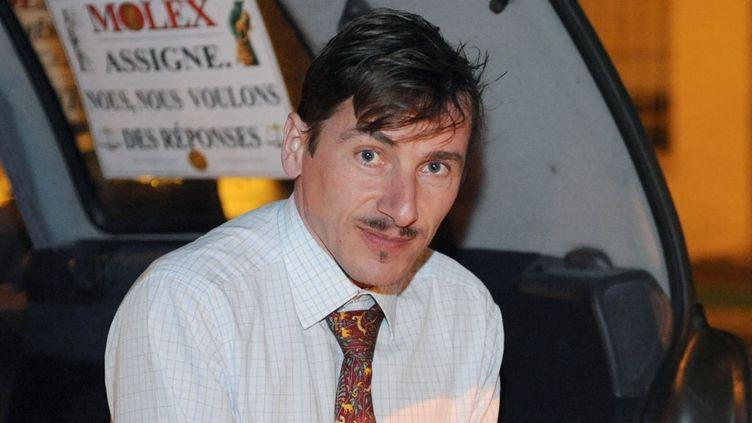 Rémy Daillet-Wiedemann, devant l'usine Molex de Villemur-sur-Tarn (Haute-Garonne), dans la nuit du 2 au 3 février 2009.  (REMY GABALDA / AFP)