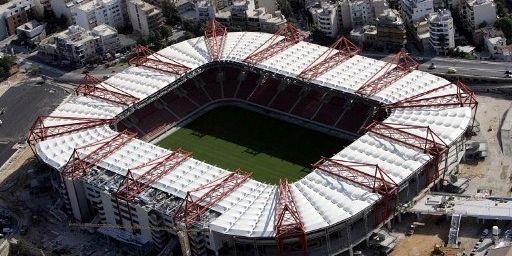 Vue aérienne du stade olympique de football d'Athènes, le 13 Juillet 2004. (AFP PHOTO / FAYEZ NURELDINE  )