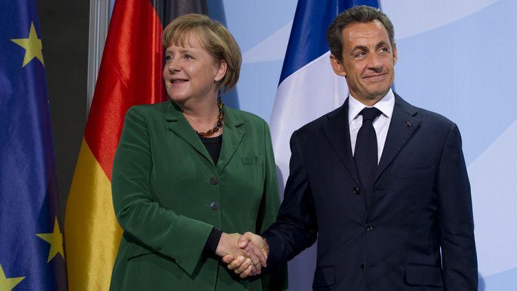 La chancelière allemande Angela Merkel et le Président français Nicolas Sarkozy à Francfort, en Allemagne, le 19 octobre 2011. (JOHANNES EISELE/AFP)