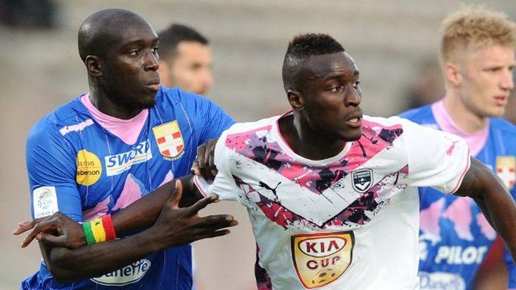 Yannick Sagbo (à gauche) et Ludovic Sane (à droite) vont se retrouver en finale de Coupe de France (NICOLAS TUCAT / AFP)