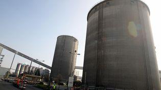 Deux hommes de 23 et 33 ans sont morts après avoir chuté dans le silo d'une sucrerie, à Bazancourt (Marne), mardi 13 mars 2012. (FRANCOIS NASCIMBENI / AFP)