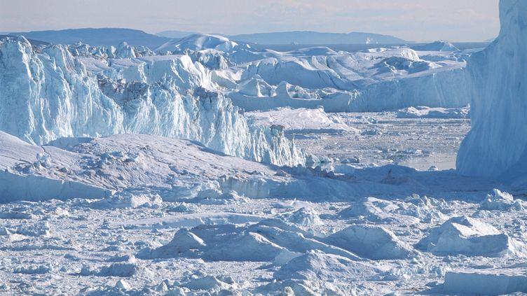 Un glacier dans la baie de Disko, au Groenland, photographié le 19 juin 2013. (PHILIP LEE HARVEY / CULTURA CREATIVE / AFP)