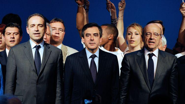 Jean-François Copé, François Fillon et Alain Juppé, lors d'un meeting de campagne, le 3 mai 2012 à Bordeaux (Gironde). (JEAN-PIERRE MULLER / AFP)