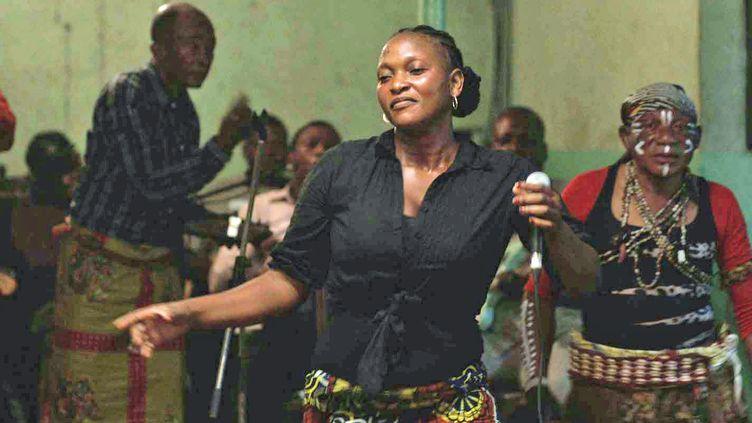 """Beya Mputu dans """"Félicité"""" d'Alain Gomis  (Jour2fête)"""