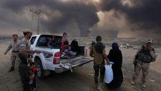Des civils fuient les combats autour de Mossoul, en Irak, le 19 octobre 2016. (ALAA AL-MARJANI / REUTERS)