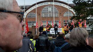 Manifestation devant l'usine Saint Louis Sucre d'Eppeville (Somme), le 20 mars 2019. (PHILIPPE HUGUEN / AFP)