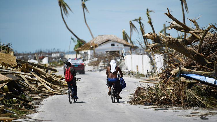 Un aperçu des dégâts à Marsh Harbour, dans les Bahamas, le 5 septembre 2019 après le passage de l'ouragan Dorian (BRENDAN SMIALOWSKI / AFP)