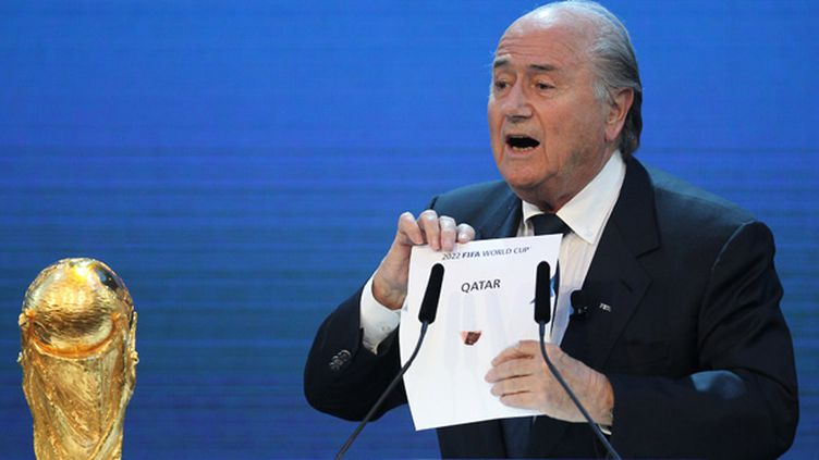 Sepp Blatter révèle l'attribution du Mondial 2022 au Qatar (2010) (KARIM JAAFAR / AFP)
