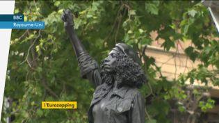 Une statue de femme noire érigée à Bristol (Royaume-Uni) (FRANCEINFO)