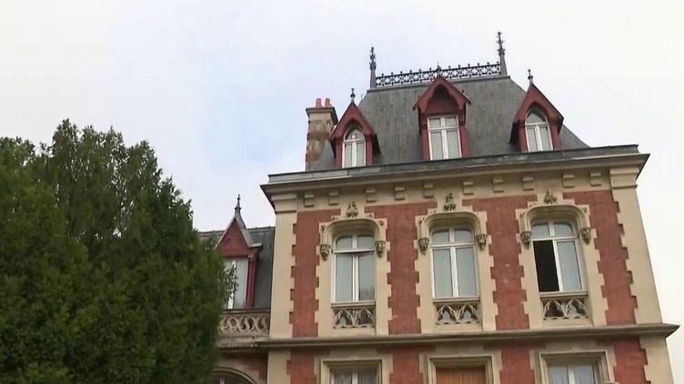 Seine-Saint-Denis : une auberge transformée en hôpital de campagne (France 2)