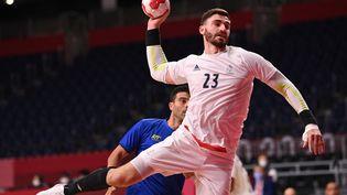 Ludovic Fabregas contre le Brésil, lundi 26 juillet. (MARTIN BERNETTI / AFP)