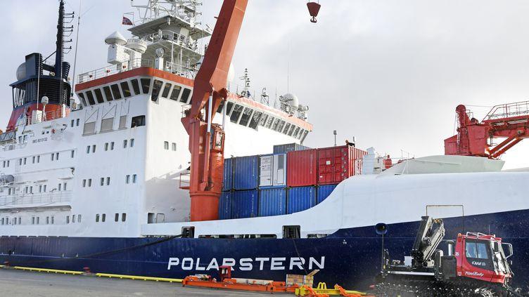 """Le brise-glace """"Polarstern"""" dans le port de Tromso en Norvège, le18 septembre 2019. (RUNE STOLTZ BERTINUSSEN / NTB SCANPIX / AFP)"""