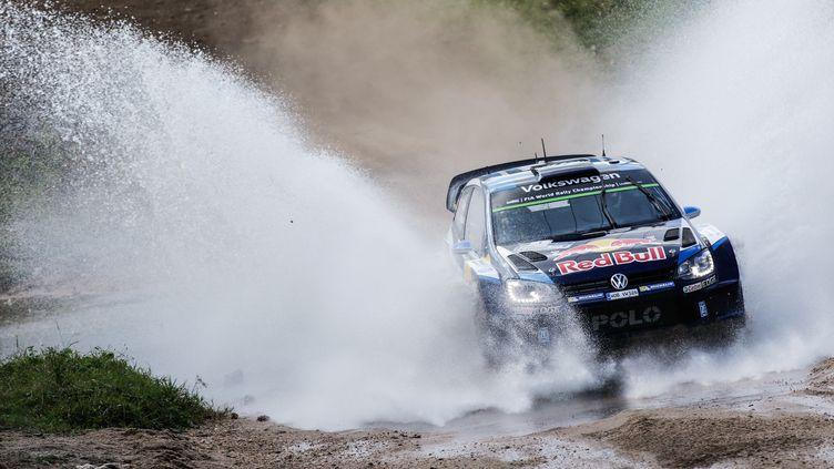 Sébastien Ogier a été victime d'un problème mécanique  (BASTIEN BAUDIN / AUSTRAL)