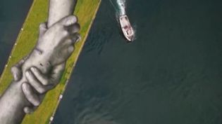 Turquie :l'artisteSaypecontinue sa chaînehumaine à Istanbul  (France info)