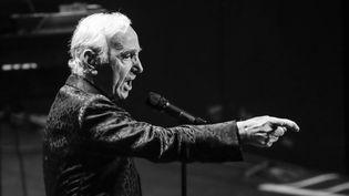 Charles Aznavoursur scène auRoyal Albert Hall le 25 octovre 2013 à Londres (Royaume-Uni). (CHRISTIE GOODWIN / REDFERNS)
