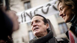 """Francis Lalanne lors d'un rassemblement """"Paris pour la liberté"""", le 27 mars 2021. (ARTHUR NICHOLAS ORCHARD / HANS LUCAS / AFP)"""