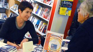 """Christine Angot en dédicace à chateauroux, sa ville natale. C'est là que se déroule son prochain roman """"Un amour impossible"""" (Flammarion)  (PHOTOPQR/LA NOUVELLE REPUBLIQUE)"""