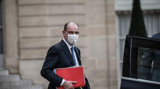Le Premier ministre Jean Castex sort du palais de l'Elysée à la findu conseil des ministres, le 2 décembre 2020. (ARTHUR NICHOLAS ORCHARD / HANS LUCAS / AFP)