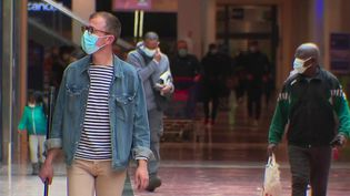 Déconfinement : la réouverture des centres commerciaux sous surveillance (France 2)