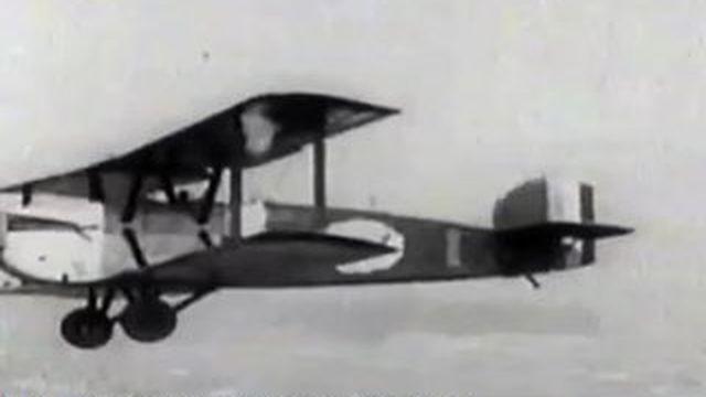 Un tour du monde en biplan sur les traces des pionniers de l'aviation