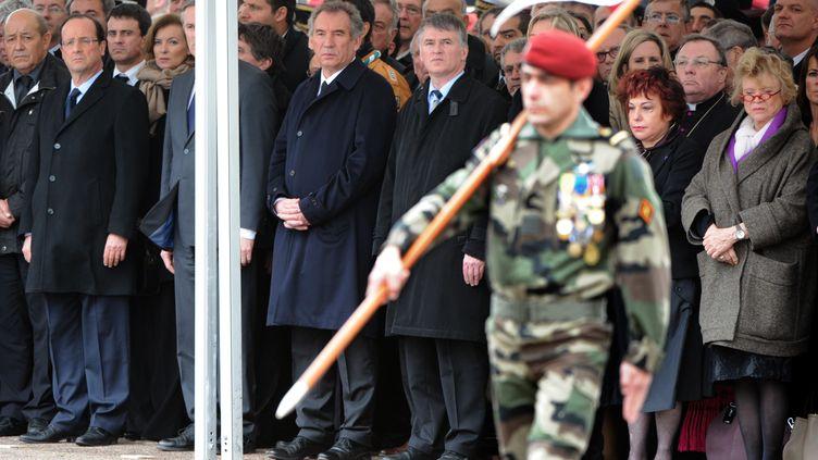 """Des candidats à la présidentielle assistent, le 21 mars 2012,aux obsèques des trois militaires tués à Montauban (Tarn-et-Garonne) par le """"tueur au scooter"""". (PASCAL PAVANI / AFP)"""