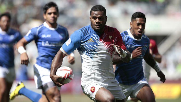 Le rugbyman Virimi Vakatawa lors d'un match avec l'équipe de France de rugby à 7 au Cap (Afrique-du-Sud), le 12 décembre 2015. Il a été sélectionné avec l'équipe de France de rugby à 15, le 28 janvier 2016. (GIANLUIGI GUERCIA / AFP)