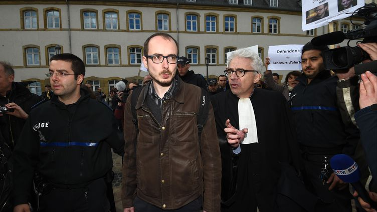 Antoine Deltour, undes deuxlanceurs d'alerte à l'origine de LuxLeaks, lors de son premier jugement au Luxembourg, le 26 avril 2016. (JOHN THYS / AFP)