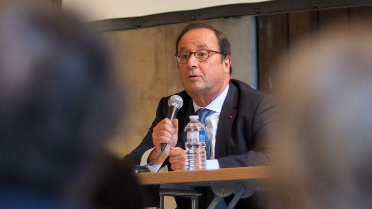 """François Hollande s'exprime lors de l'événement """"Les Rendez-vous de l'Histoire"""", le 14 octobre 2018 à Blois (Loir-et-Cher). (GUILLAUME SOUVANT / AFP)"""