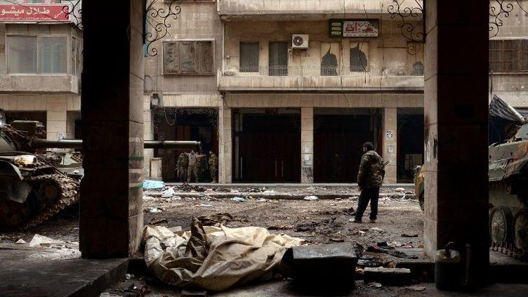 Des troupes du régime syrien patrouillent à Alep (Syrie), le 21 février 2013. (AFP)