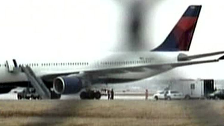 L'avion de la Delta mis à l'écart à son arrivée à Detroit (France 2)