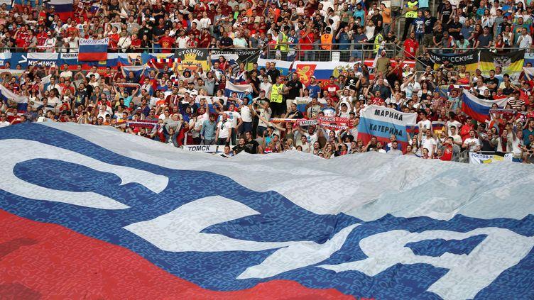 Les supporters russes dans le stade Vélodrome (VALERY HACHE / AFP)
